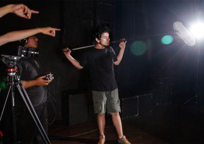 Alumno Licenciatura en Cine y Televisión Digital microfonista