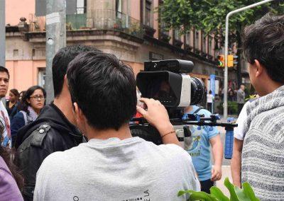 Alumnos filmando de Licenciatura en Cine y Televisión Digital