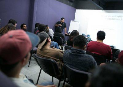 Alumnos tomando clase Licenciatura en Periodismo Digital