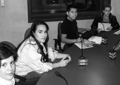 Alumnos en sala de radio Licenciatura en Periodismo Digital