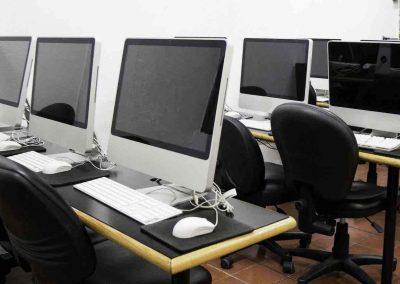 Laboratorio de cómputo Licenciatura en Comunicación Multimedia dos