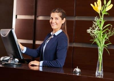 Recepcionista de Hotel Licenciatura en Creación y Gestión de Empresas Turísticas