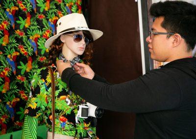 Alumno confeccionando Diseño de Modas
