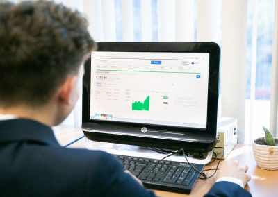 Alumno viendo archivo de Licenciatura en Administración de Empresas