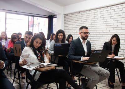 Alumnos en salon de clases Licenciatura en Contaduría